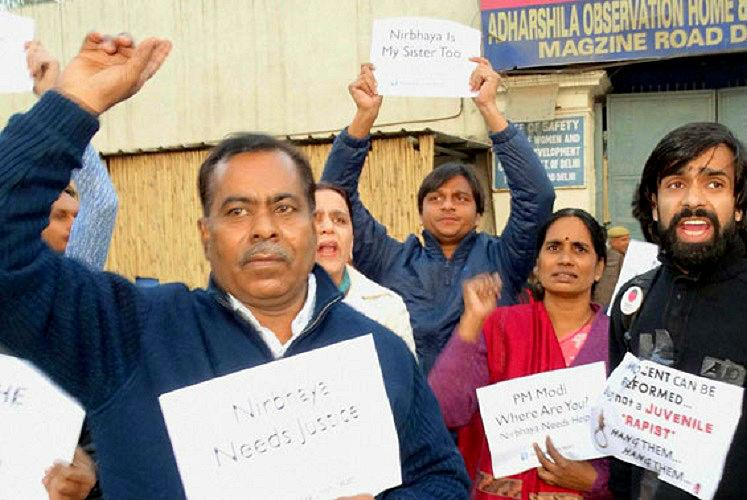 Nirbhaya's mother and father protest