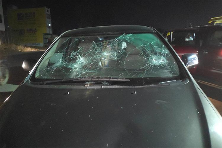 Telangana Congress leader Madhu Yaskhis convoy attacked on the way to Nizamabad
