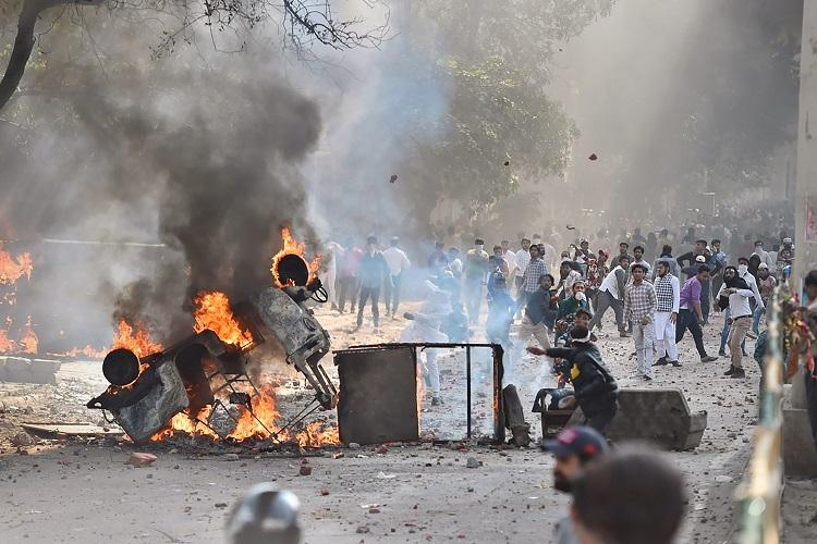 Delhi constable killed amidst clashes between pro- and anti-CAA protesters