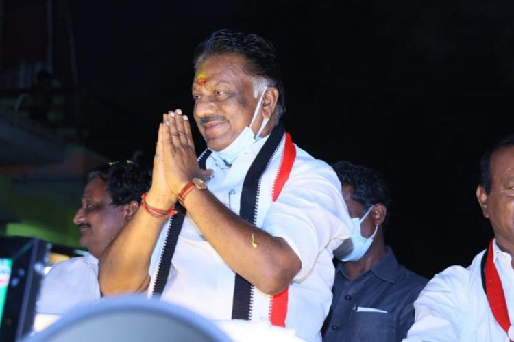 OPS greeting the voters while on a road show in Bodinayakkanur in Theni