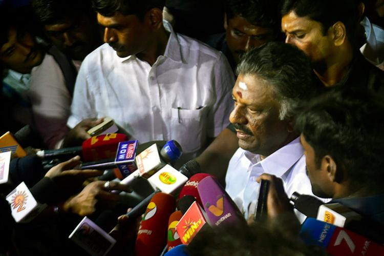OPSs rebellion Most MLAs stand by Sasikala cadre support for OPS grows