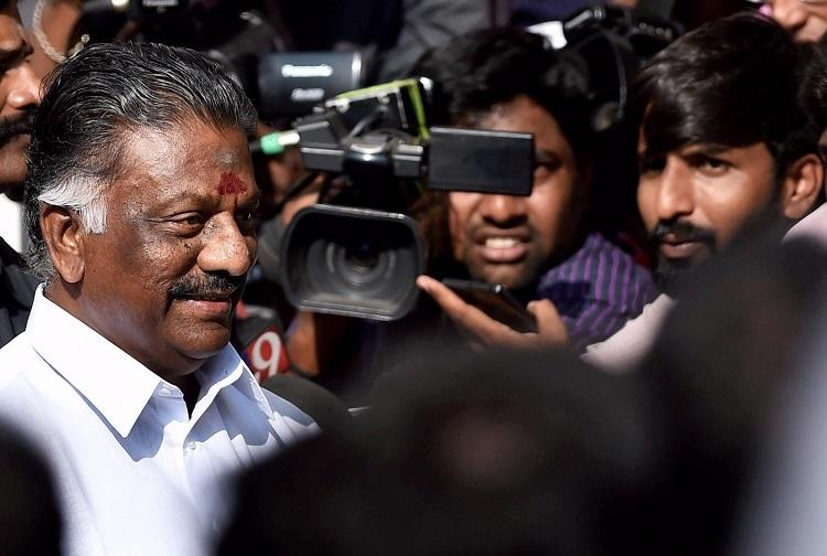 With a single speech O Panneerselvams late night declaration gives him a new mass appeal