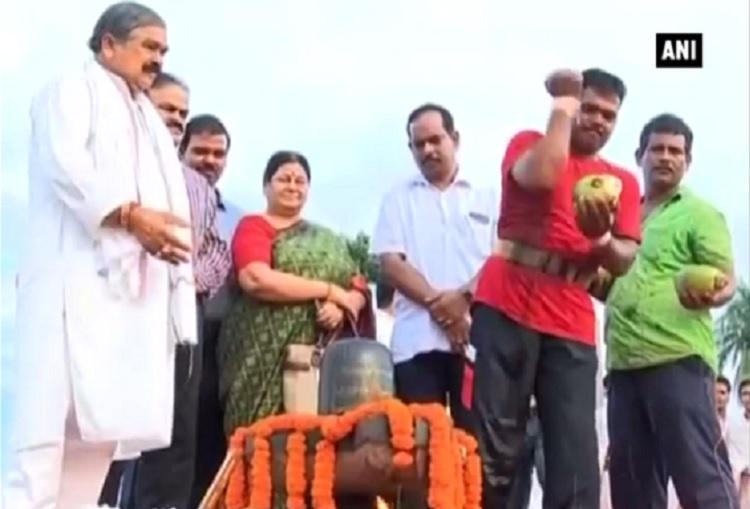 Man breaks 108 coconuts with his body to honour Uri martyrs prays for peace