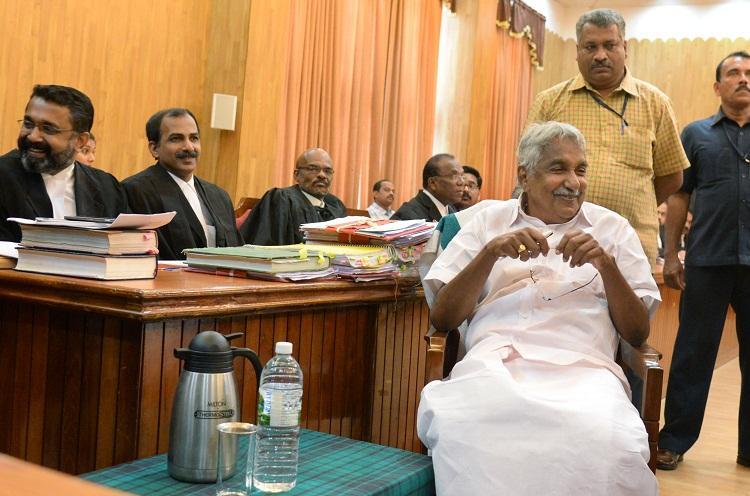Huge relief for Oommen Chandy HC stays Vigilance Court order against CM