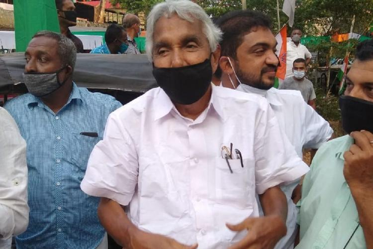 Oommen Chandy among the party workers