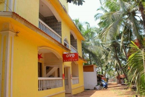 MakeMyTrip delists Treebo Fabhotels properties as it looks to pick up a stake in Oyo