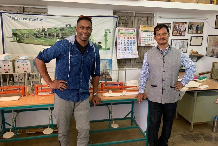 Cricketer Dwayne Bravo meets Padman Arunachalam Muruganantham in Coimbatore