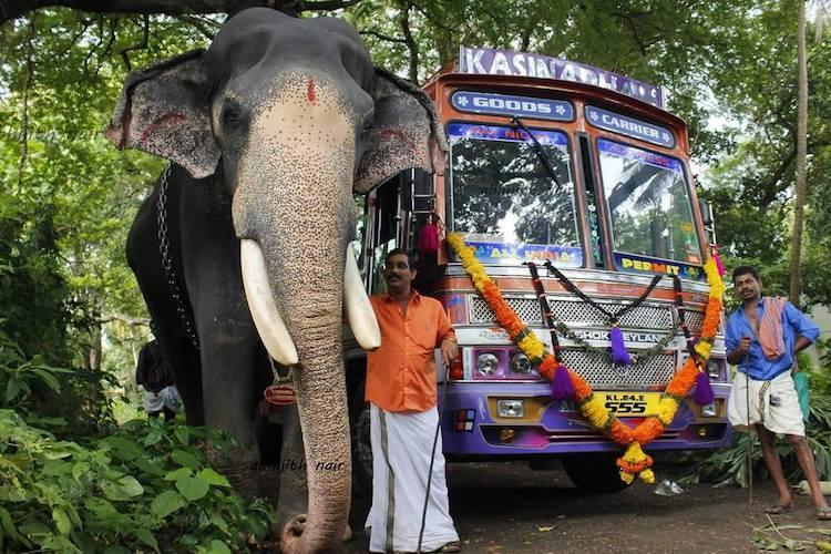 Guruvayurs pride elephant Gajaratnam Padmanabhan dies scores pay tribute at funeral