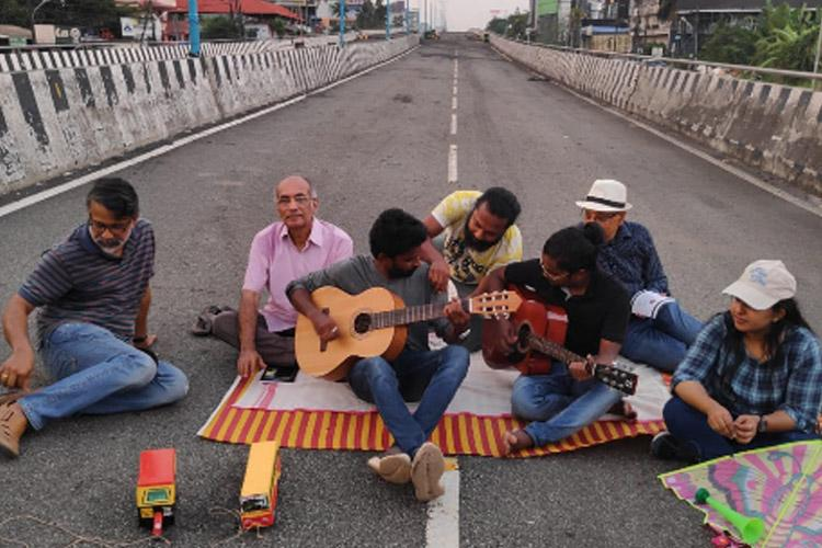 Watch How Kochi residents turned non-functional flyover into a hangout spot