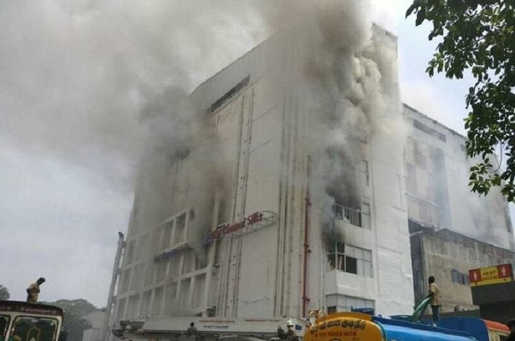 Panagal Park a chamber of smoke as fire in Chennai Silks showroom burns for over 8 hours