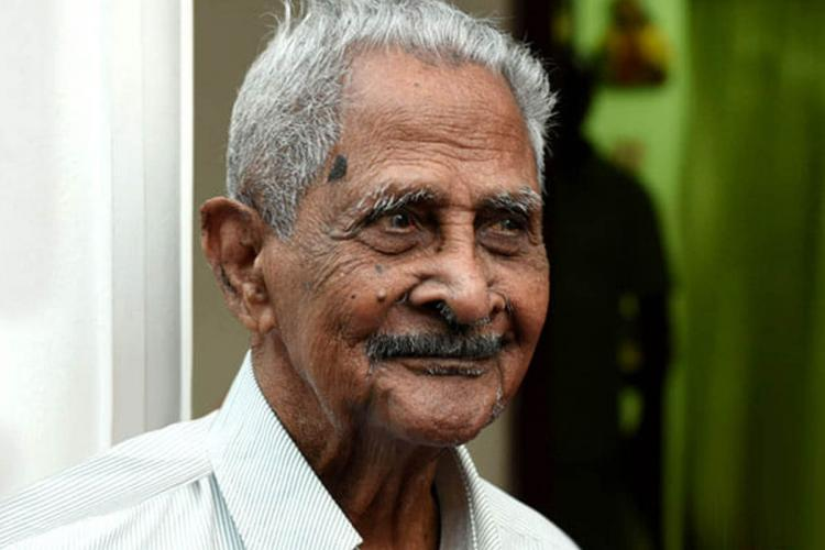 Veteran Kerala singer and actor Pappukutty Bhagavathar dies at 107 ...