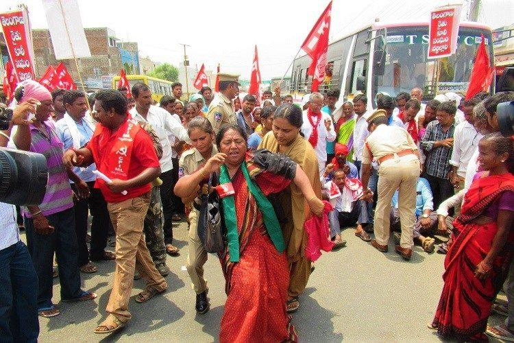 Farmers in Telangana stage protest on highways against Rythu Bandhu scheme