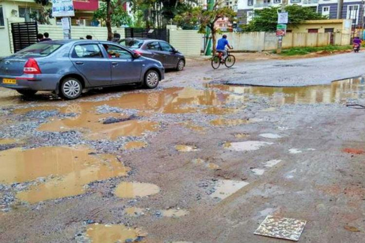 2015 Indians lost their lives due to potholes in 2018