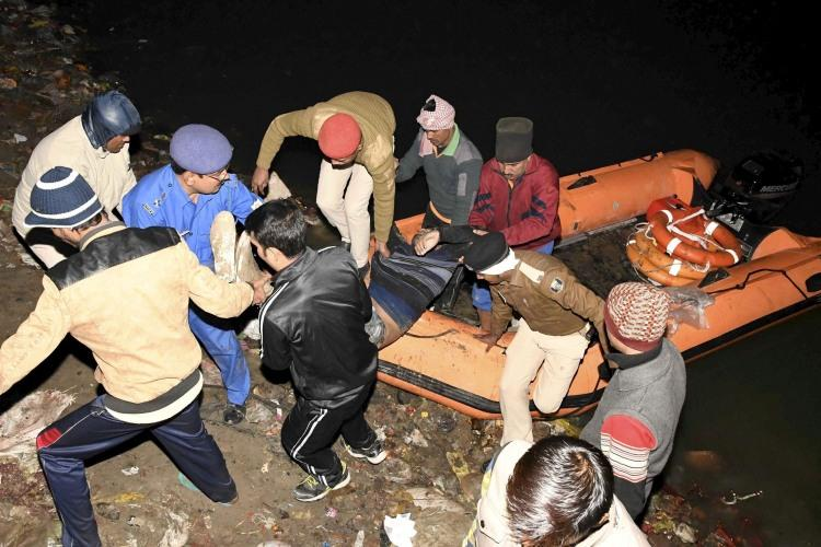 More than 20 dead many missing as overcrowded boat sinks in Ganga near Patna