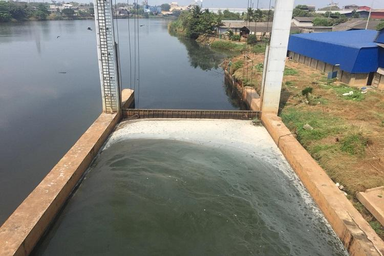 No end to Periyars pollution Industrial discharge found near bridge in Ernakulam