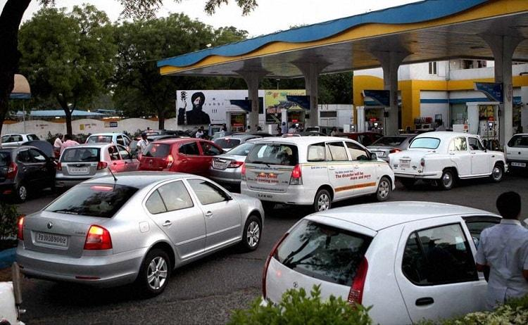 Petrol pumps to accept credit debit cards till January 13 after last-minute govt intervention