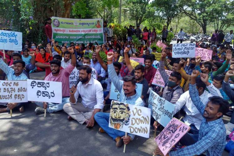 Students protesting in Bangalore University