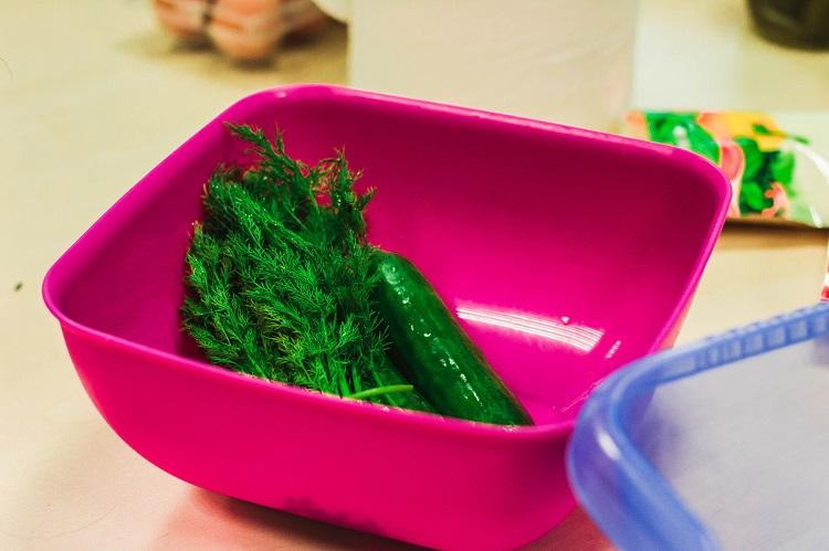 Should you be eating and heating food in plastic bowls Experts weigh in