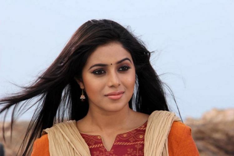 Actor Shamna Kasim receives extortion threats Kerala cops arrest 4
