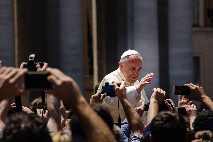 Pope Francis leads Easter vigil