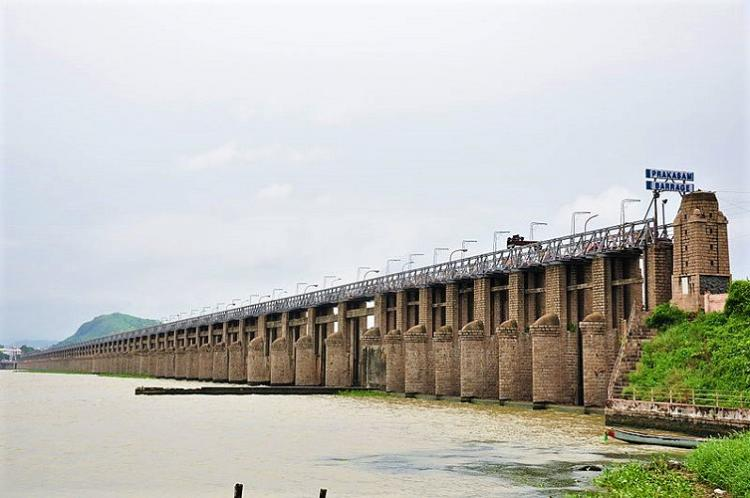 Alert sounded in Andhra as 8 lakh cusecs of water released from Prakasam barrage