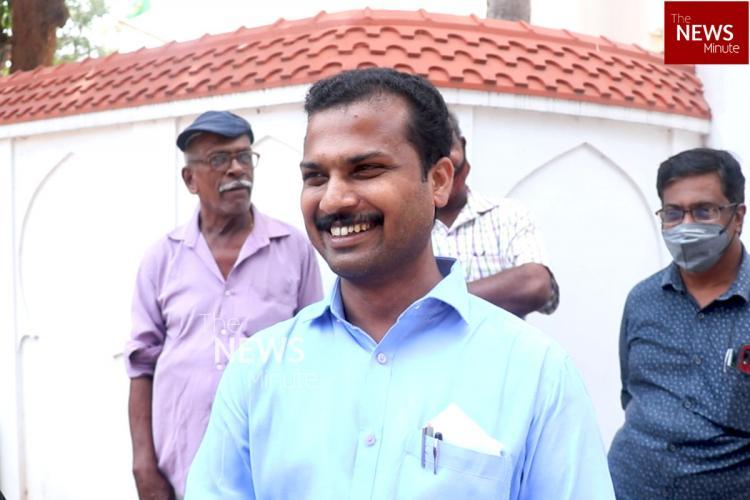 VK Prasanth speaking to TNM at Vattiyoorkkavu junction