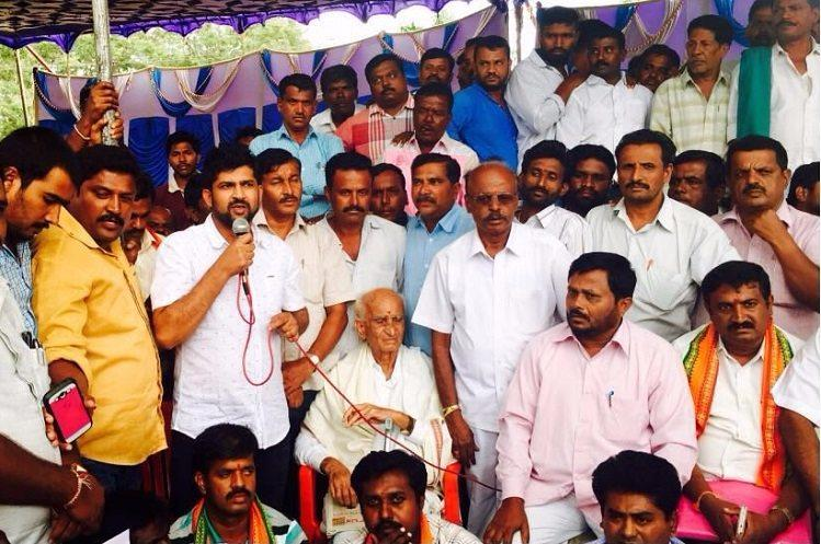 Protesters in Mandya vent ire at BJP MP Pratap Simha he pacifies them