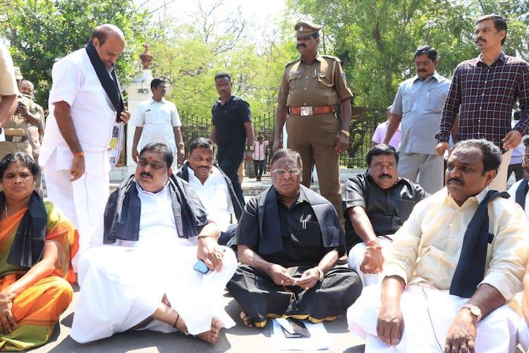 Six days on Puducherry CM suspends dharna after meeting with LG Kiran Bedi