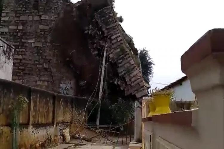330-yr-old Quilashapur forts wall collapses