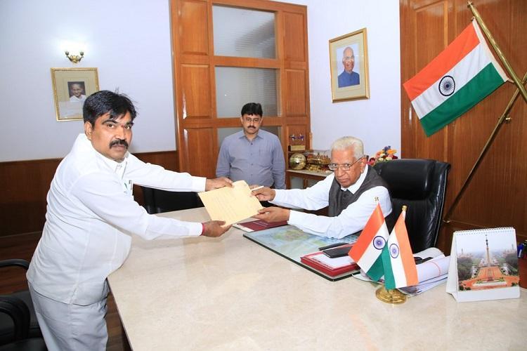 Karnataka crisis Pendulum Shankar resigns as Minister govt on brink of collapse