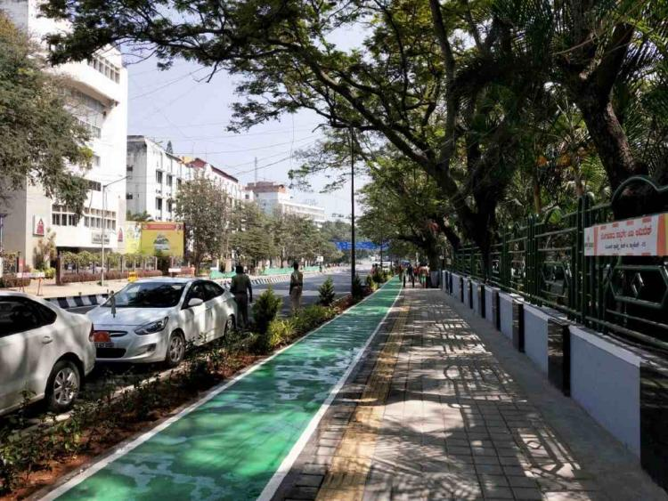 Cycling track in Bangalore on Race Course Road