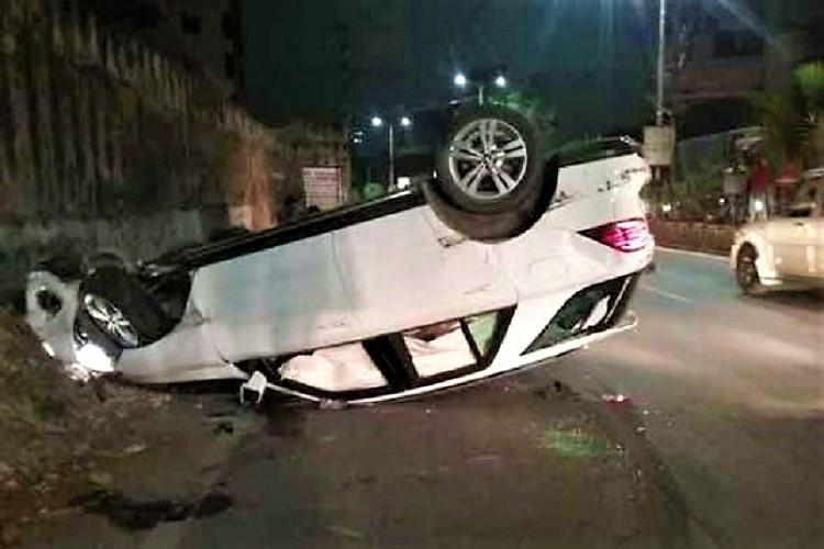 22-yr-old dies in Hyd after speeding car hits pole overturns at Raidurgam