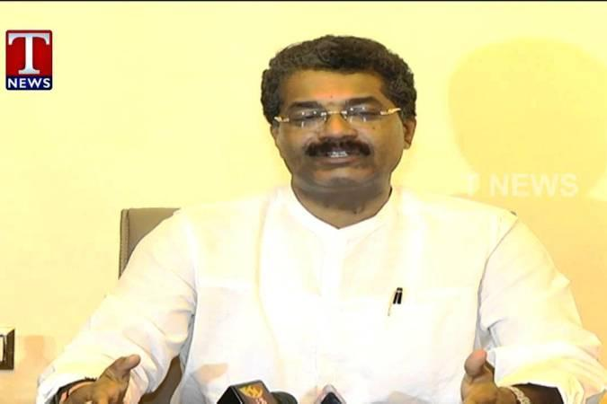 TDP MLA Rajender Reddy officially joins TRS in Telangana