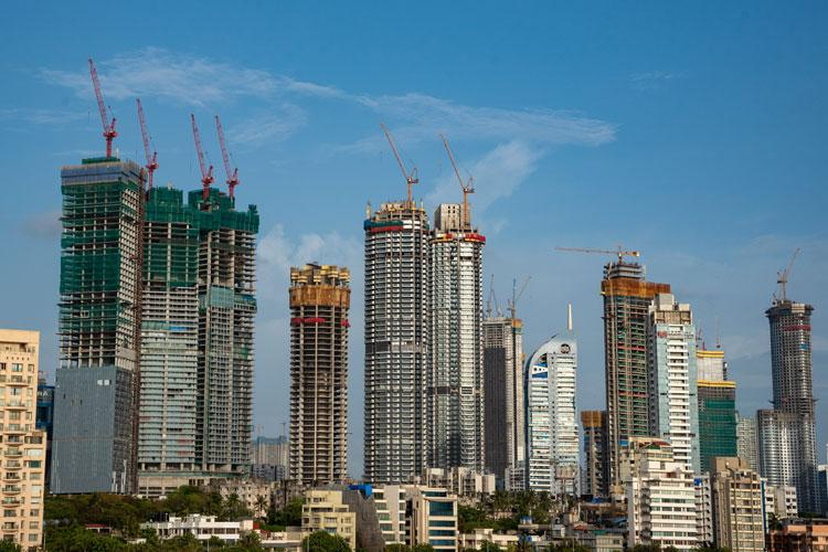 Picture of a skyline with some buildings under construction in Mumbai
