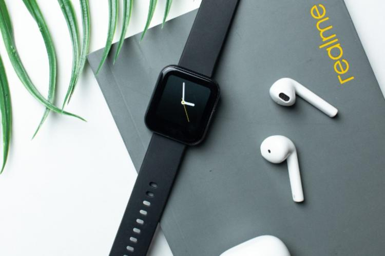 realme launches smart watch