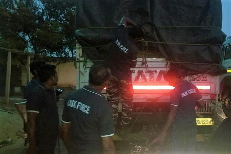 84 red sanders smugglers from TN arrested near Tirupati in Andhra