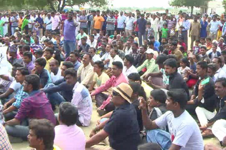 No sports till permanent solution for jallikattu Protesters shut down rekla races in Coimbatore