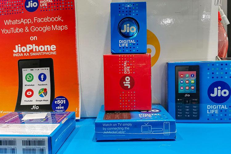 Jio announces Happy New Year offer Get unlimited services on recharge of Rs 2020