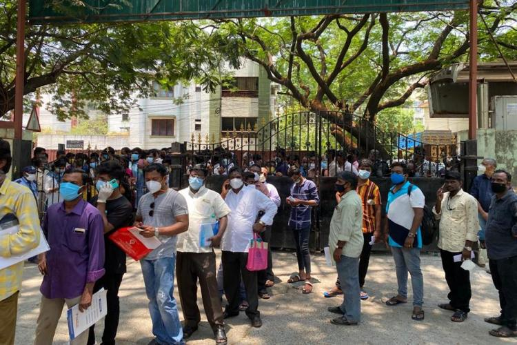 Crowd outside the Kilpauk Medical College gate to buy Remdesivir