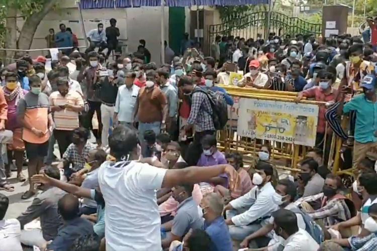 Crowds at Nehru Stadium in Chennai to buy Remdesivir