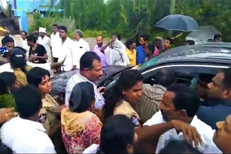 YSRCP Rojas convoy blocked by party supporters in Andhra five booked