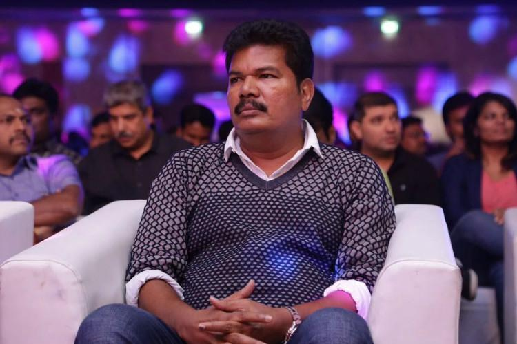 Director Shankar joins jallikattu protest at Marina