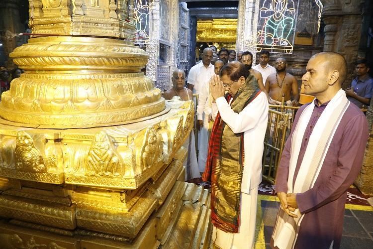 Sri Lankan President Maithripala Sirisena offers prayers at Tirumala
