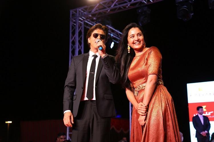 Shah Rukh sings DDLJ song leaves Manju Warrier and Muscat mesmerised