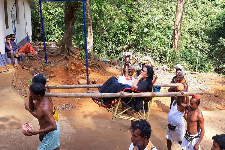 Growing protests no devotees Dolly workers of Sabarimala face threat to livelihood