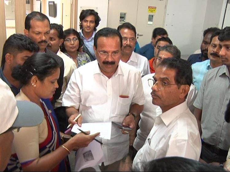 Demonetisation Sadananda Gowda faces trouble retrieving brothers body from hospital