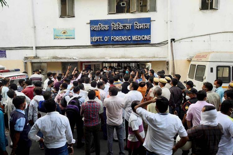 Protestors and media in front of forensic medicine department at Safdarjung hospital