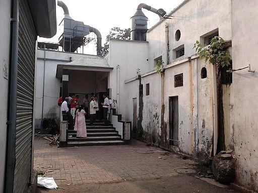 Rest not In Peace Bengaluru crematoriums burn the dead together to deal with rush