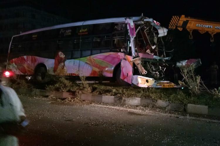 Two buses collide in Salem leaving 7 dead over 30 injured
