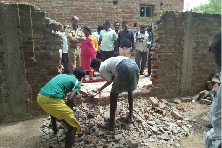 Santhaiyur caste wall Collectors report says wall not discriminatory
